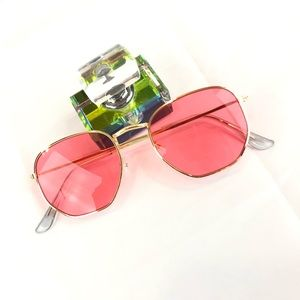 Accessories - Pink tinted sunglasses
